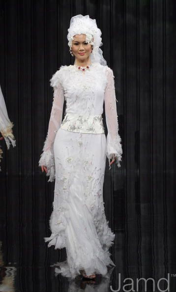 White modest muslim wedding dress by Radzwan Radzwill, baju pengantin muslimah moden