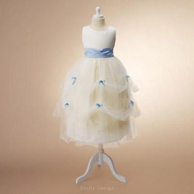 Flower Girl Dresses  Weddings on Flower Girl Dresses   Wedding Inspirasi