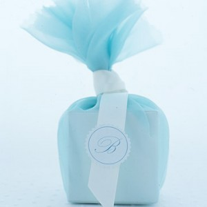kain net bereben sebagai berkat, tulle with ribbon favor boxes