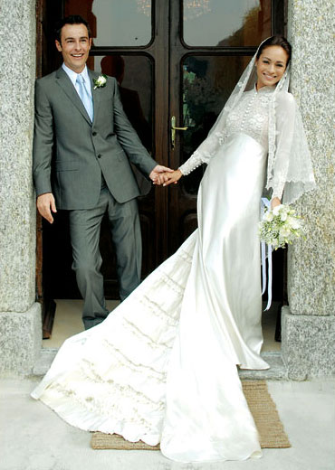 Baju Maya Karin kahwin di Lake Como, Malaysian actress in her Grace Kelly inspired wedding gown