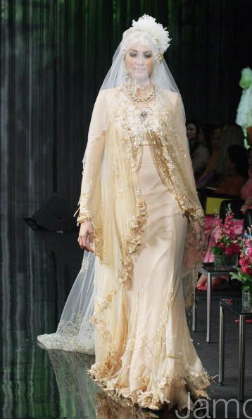 modest muslimah fashion with veil by Malaysian celebrity fashion designer Radzuan Radziwill