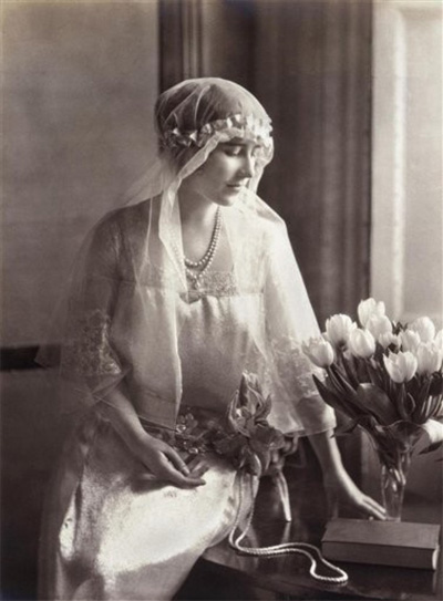 Queen Mother bridesmaid gown and veil at a 1922 wedding