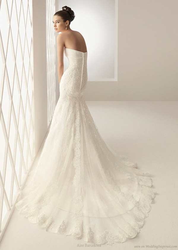 Back detail of beautiful, elegant Biel wedding gown from Aire Barcelona