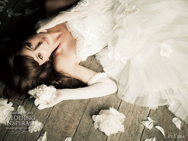 Japanese idol model Fujii Lena presents a wJapanese idol model Fujii Lena 藤井リナ presents a wedding dress collection