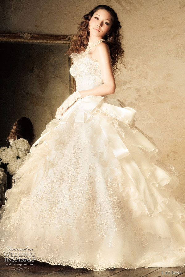L et Lena romantic white ball gown wedding dress modelled by Fujii Lena 藤井リナ Rina Fujii