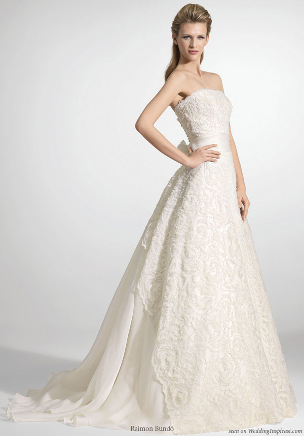 Beautiful Raimon Bundo Barcelona strapless wedding dress