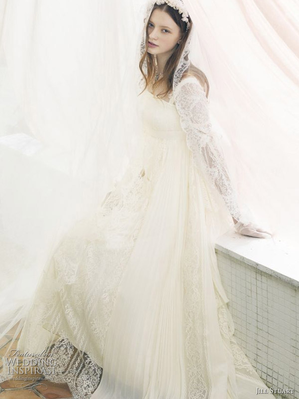 Jill Stuart romantic lace wedding dress with veil