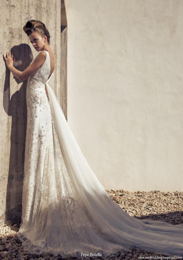 Best back forward - wedding dress with plunging back from Pepe Botella Novias, Spain