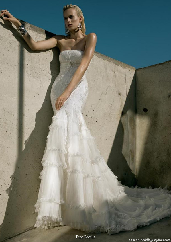 Show your slim and sexy silhouette with a fitted strapless wedding dress by Pepe Botella Novias