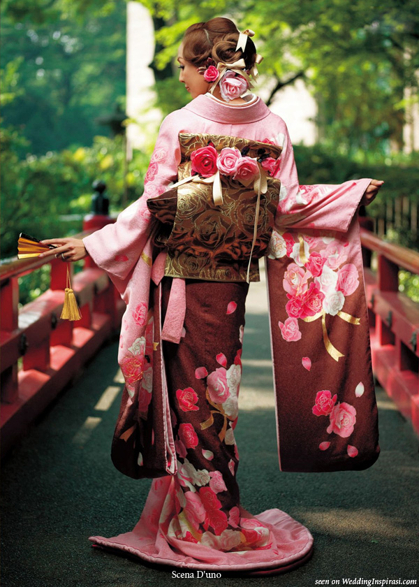 Gold and red Japanese traditional dress kimono from Scene D'uno wasou bridal collection