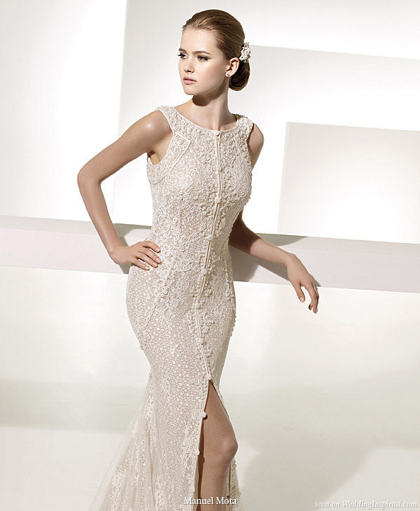 Elegant Tapiz wedding gown designed by Manuel Mota for Pronovias 2010 collection