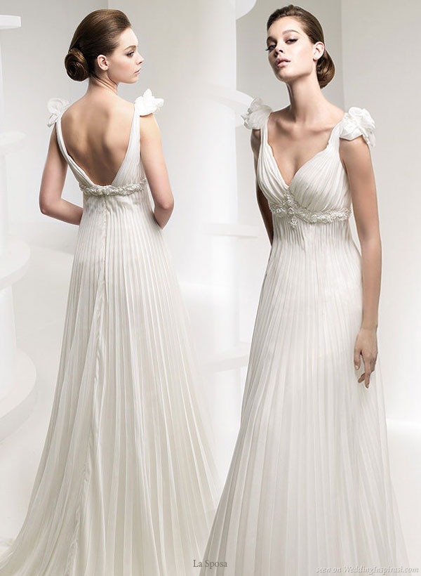 Gown from La Sposa bridal collection 2010 - Ruffle fabric 3d flower strap on Lauca dress