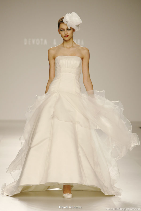 Devota lomba wedding dresses wedding inspirasi for Wedding dresses asymmetrical hemline
