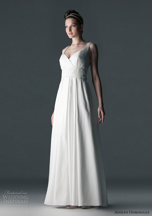 Adolfo Dominguez 2010 wedding dress - sweetheart neckline dress  with lace band (vestido escote corazon con banda de blonda)