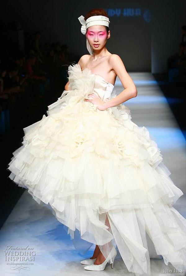 Judy hua spring summer 2010 wedding inspirasi for Wedding dresses asymmetrical hemline