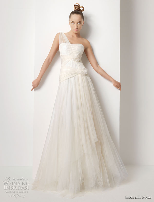 Jesús del Pozo wedding dresses from the 2010 bridal collection - DANUVIO Tulle silk gown