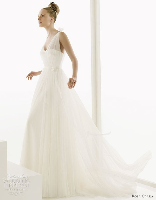 Rosa Clara 2011 bridal gown collection Escocia satin and silk tulle