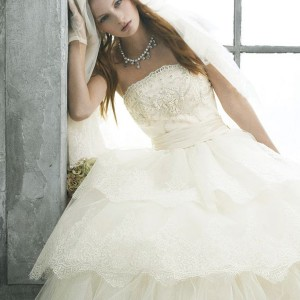 Jill Stuart wedding dress 2010 bridal collection - romantic off white wedding gown