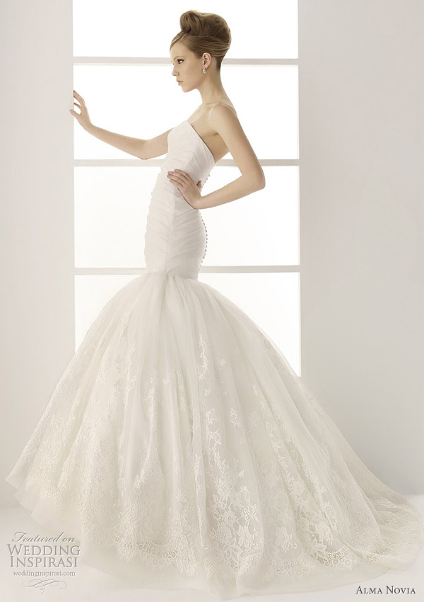 Beautiful wedding gowns from Alma Novia 2011 bridal collection