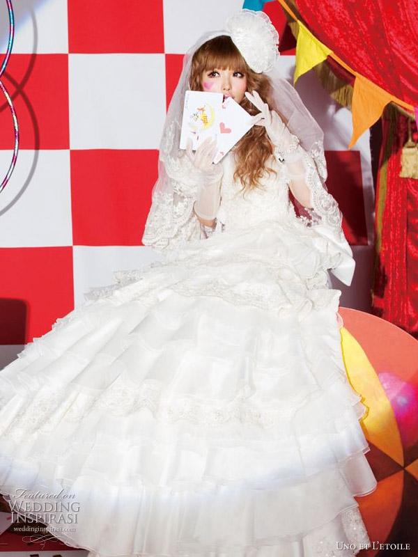 Lovely western wedding dress by Uno et L'etoile