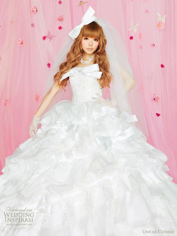 Western wedding dress by Japanese bridal label Uno et L'etoile robe mariage