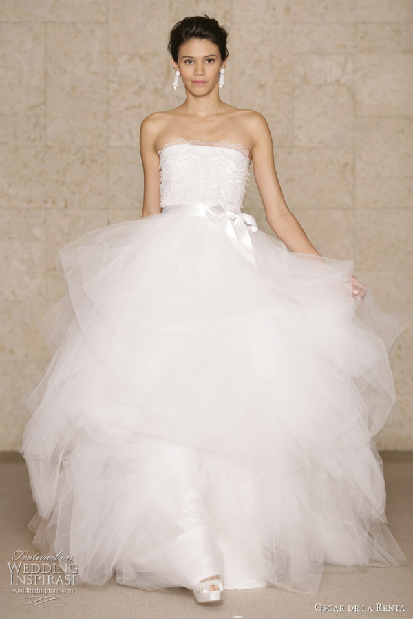 Oscar De La Renta Wedding Dresses Fall 2011 Wedding Inspirasi