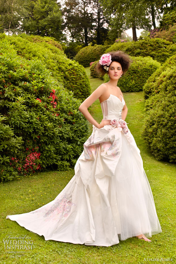 atelier aim e wedding dresses 2011 wedding inspirasi ForPainted On Wedding Dress