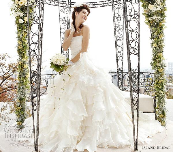 White western wedding dress with ball gown cut by Island Bridal, japan