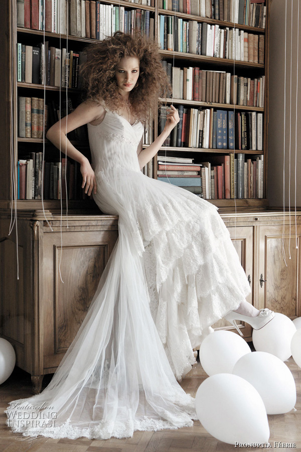 Pronuptia 2011 wedding dress collection - Rare féérie - Sublime dress in pleated tulle and wide lace frill cascade.