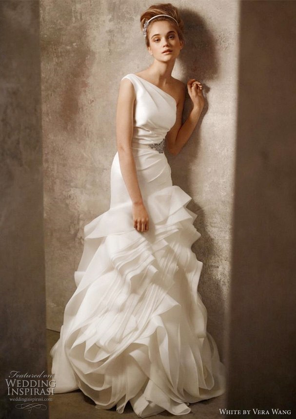 More beautiful wedding gown from White by Vera Wang after the jump