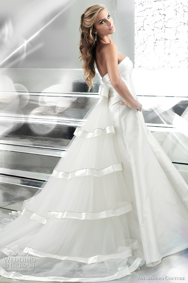 For more of these gorgeous wedding gowns click here
