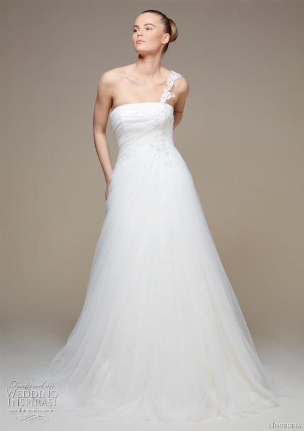 novestia wedding dress 2011 Destan Aline wedding dress with intricate