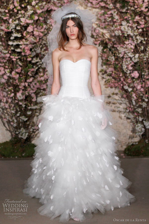 oscar de la renta wedding dress spring 2012 - strapless ruffle gown