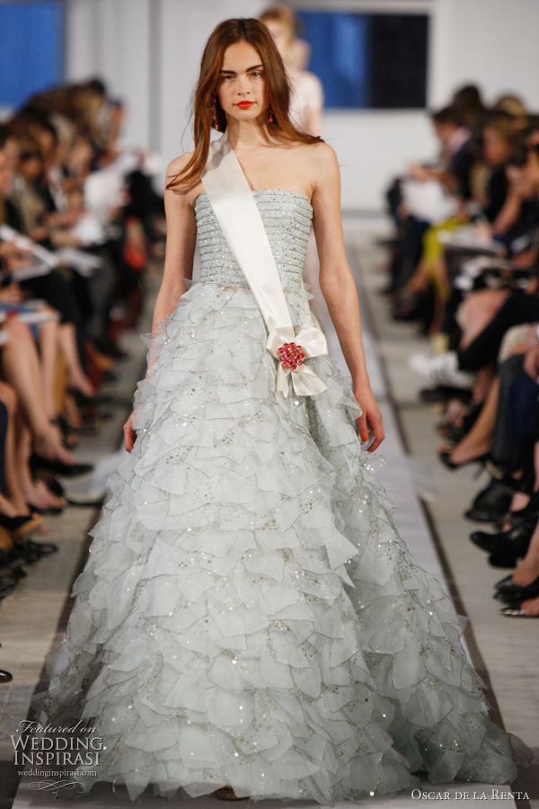 Oscar De La A Wedding Dress 2017 Light Blue Organza Crystal Embroidered Gown And Ivory