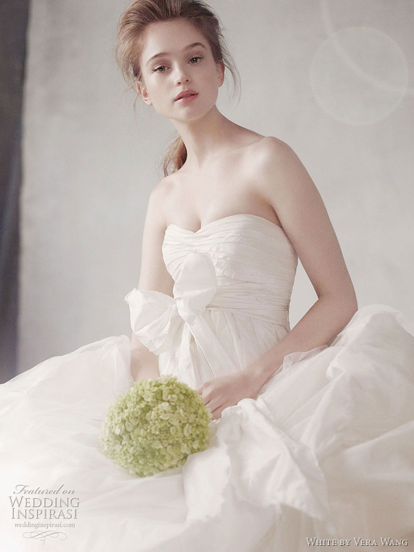 White By Vera Wang Fall 2011 Wedding Dresses Wedding Inspirasi