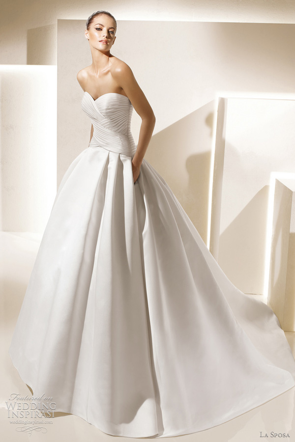 Uma linda promessa vestidos la sposa for La sposa wedding dress