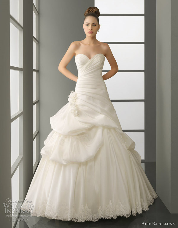 Poeta organza and lace ball gown with pick up skirt Stunning silhouette