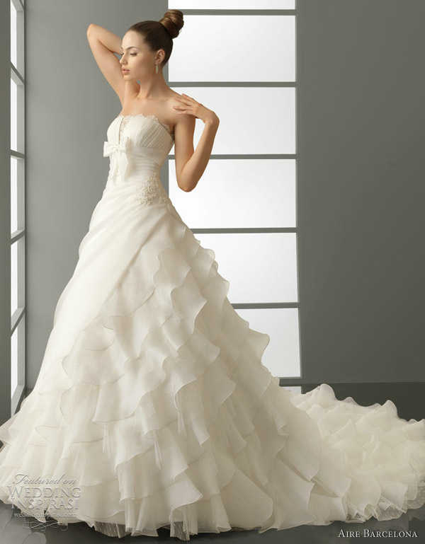 aire barcelona 2012 wedding gown - pestilo