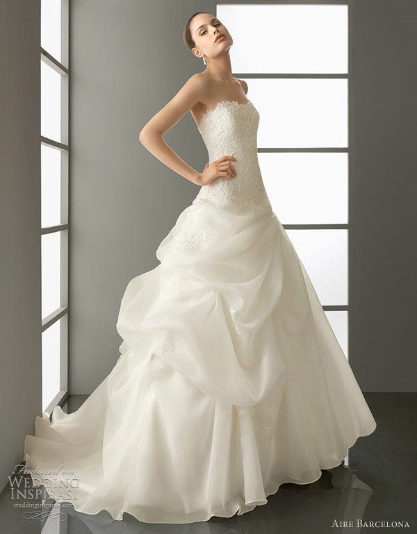 aire barcelona wedding 2012 - panda bridal gown