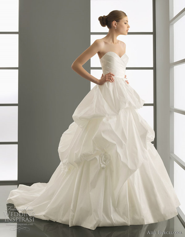 aire barcelona wedding dresses 2012 - proa Taffeta and beadwork gown in ecru.