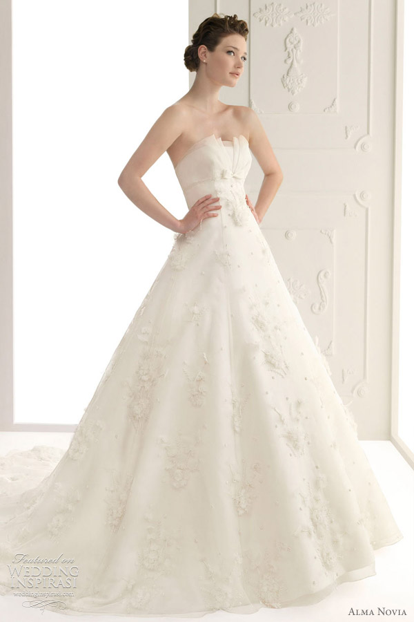 alma novia wedding dress 2012 bridal collection - Susana