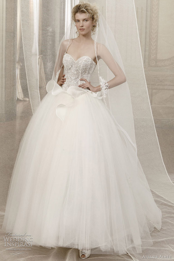 juliet romeo wedding dress Ball gown worn with matching long sleeve shrug