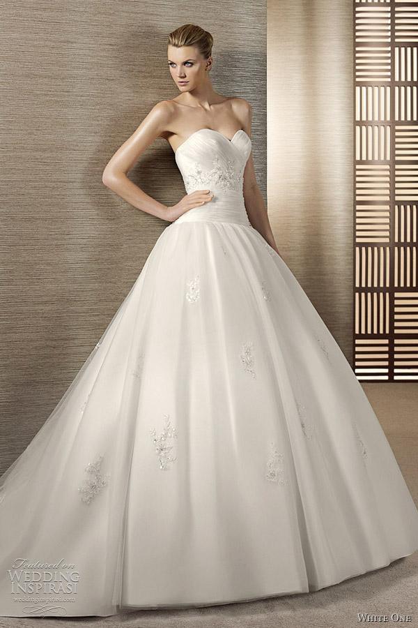 white one wedding dresses 2012 wedding inspirasi. Black Bedroom Furniture Sets. Home Design Ideas