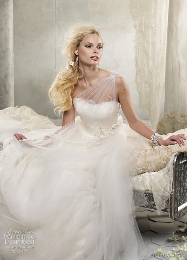 Alvina valenta wedding dresses spring 2012 wedding inspirasi for Alvina valenta wedding dress