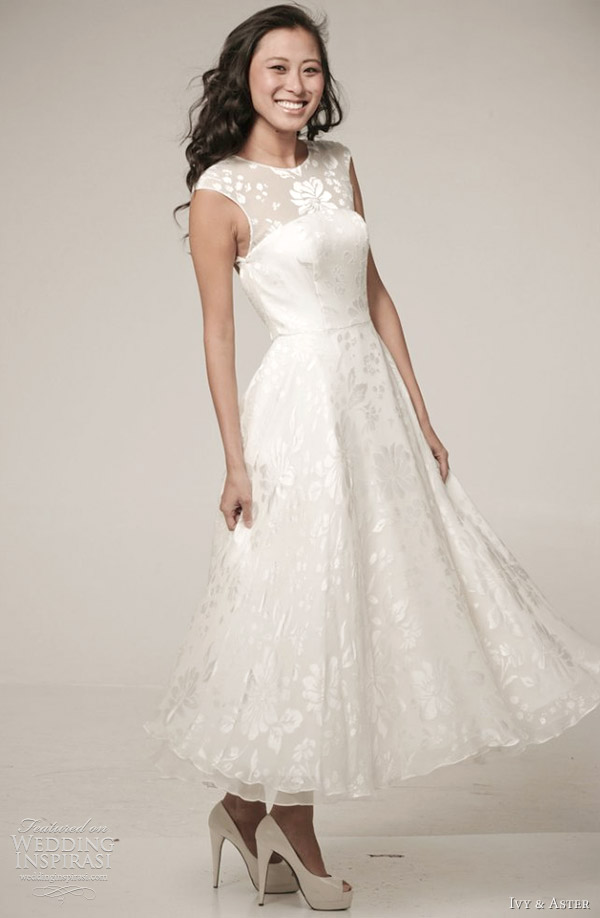 ivy aster wedding dress spring 2012 bouquet