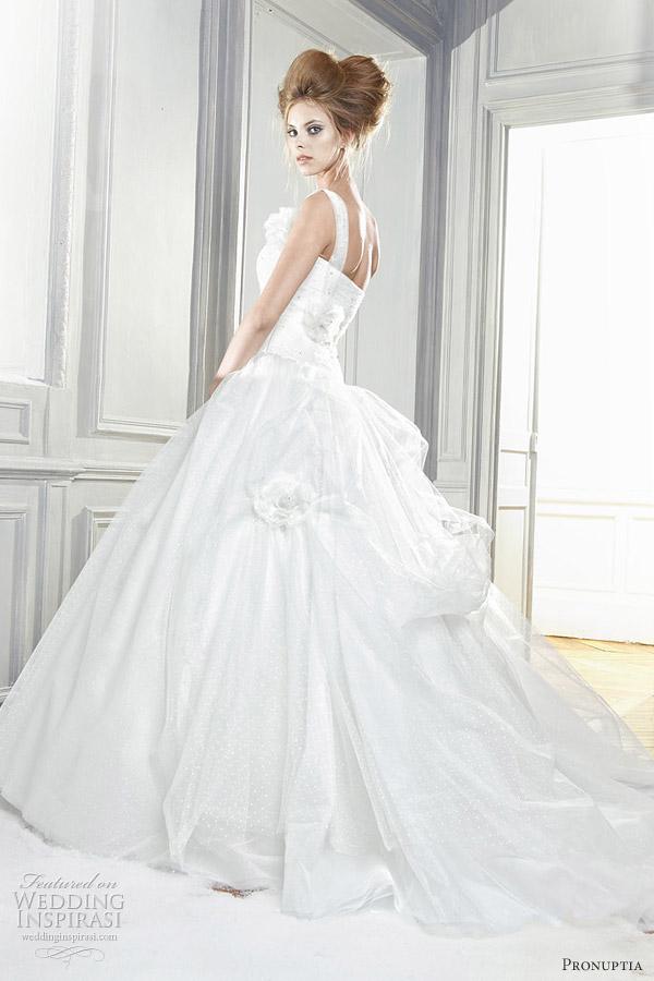 pronuptia feerie 2012 - Majestueuse wedding dress