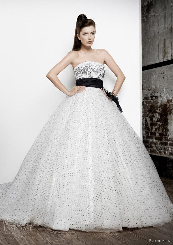 pronuptia studio 2012 - noir et blanc black and white wedding dress