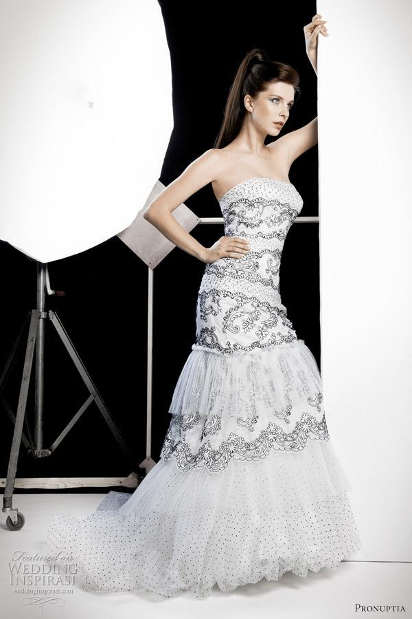 pronuptia wedding dress 2012 - Contraste