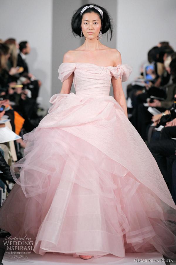 oscar de la renta fall 2012 wedding gown