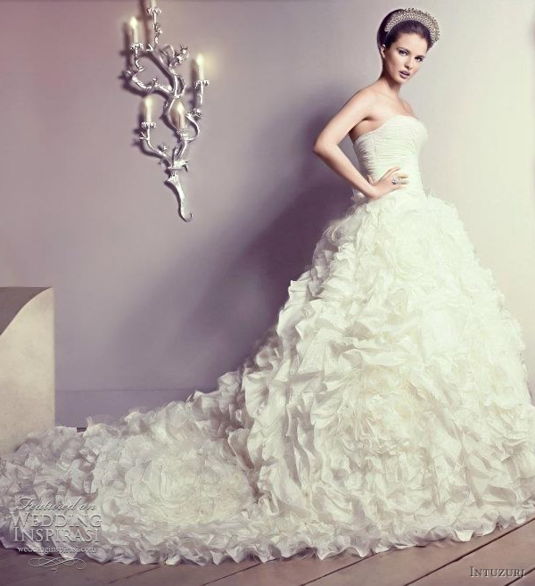9b10ad7fa عرب لوك: موديلات فساتين زفاف 2012